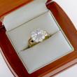 Zlatý luxusní prsten se zirkony
