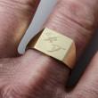Zlatý pánský pečetní prsten rytí vlastních iniciálů