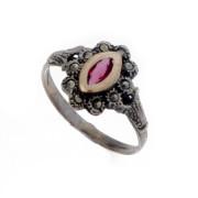 Stříbrný prsten s červeným kamenem a markazity AF7023
