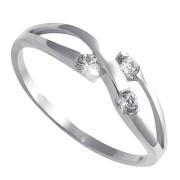 Prsten z bílého zlata se třemi zirkony 010.00166
