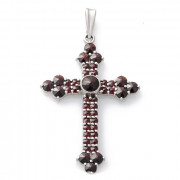 Stříbrný přívěsek kříž s granáty 970.00004