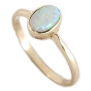 Zlatý prsten s oválným světlým opálem 840.00095