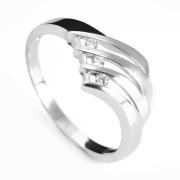 Zlatý prsten se třemi zirkony 010.00142