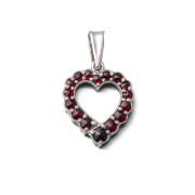 Stříbrný přívěsek srdce s granáty 970.00040
