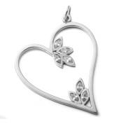 Stříbrný přívěsek srdce se zirkony 04.K1442