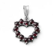 Stříbrný přívěsek srdce s granáty 970.00041