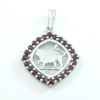 Stříbrný přívěsek s granáty lev 970.00001