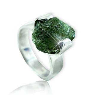 Stříbrný prsten s vltavínem 860.00021
