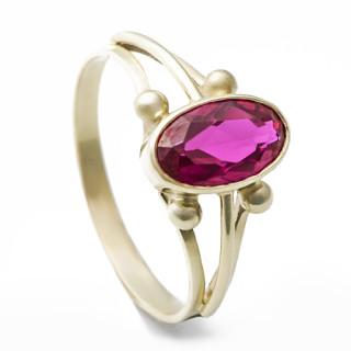 Zlatý prsten s červeným kamenem 050.00004