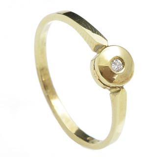 Zlatý prsten s malým diamantem 990.00104
