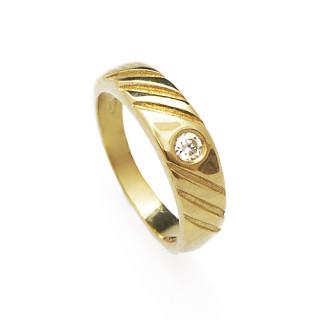 Dětský prstýnek ze žlutého zlata se zirkonkem a rytinkou 010.00006