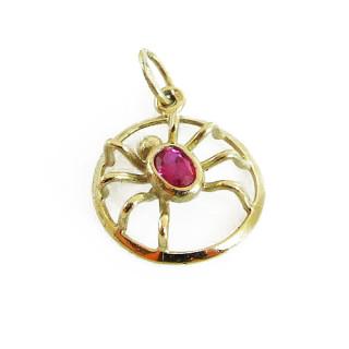 Zlatý přívěs pavouk v kroužku s červeným kamenem 050.00029