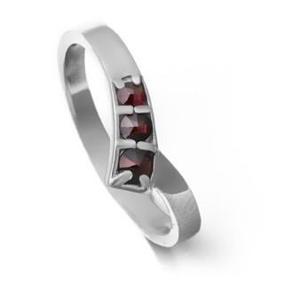 Stříbrný prsten s českými granáty 970.00001