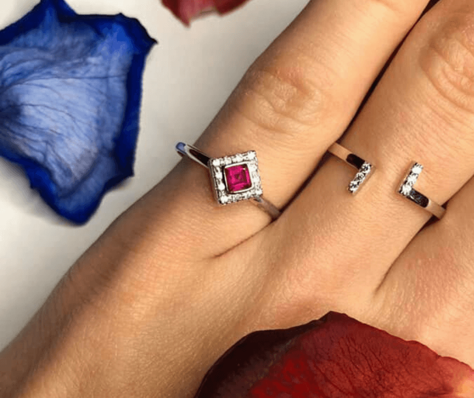 Deset šperků, které by měla vlastnit každá žena