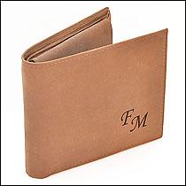 Iniciály na kožené peněžence